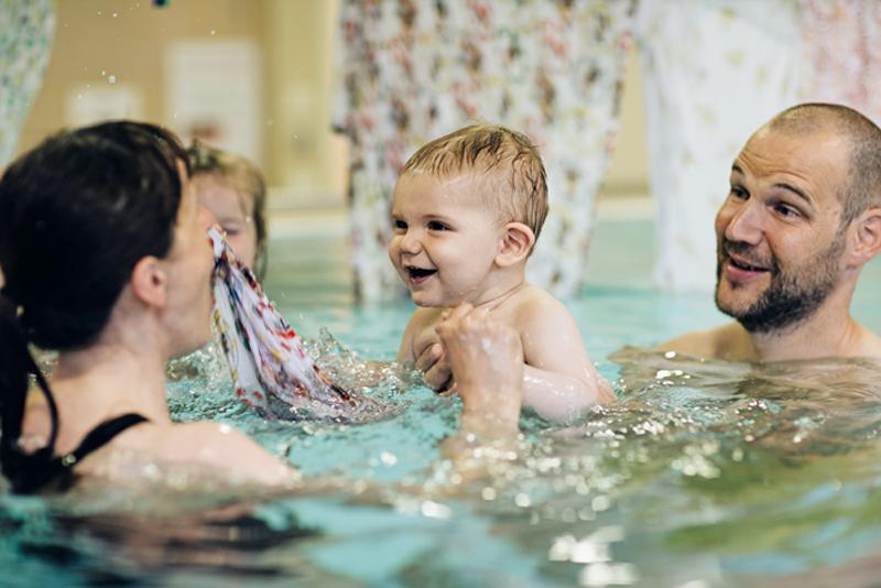 Babyschwimmen in Kolsass mit Katrin (8 Einheiten)
