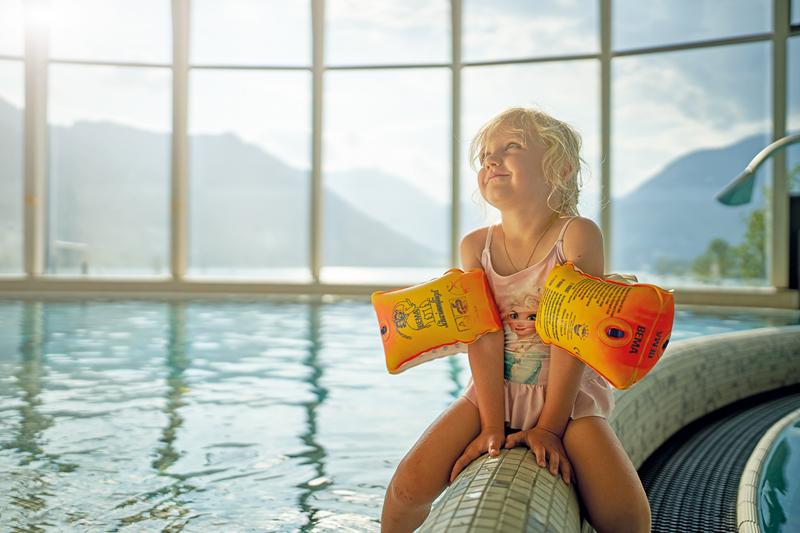 Babyschwimmen am Achensee mit Maria-Christina