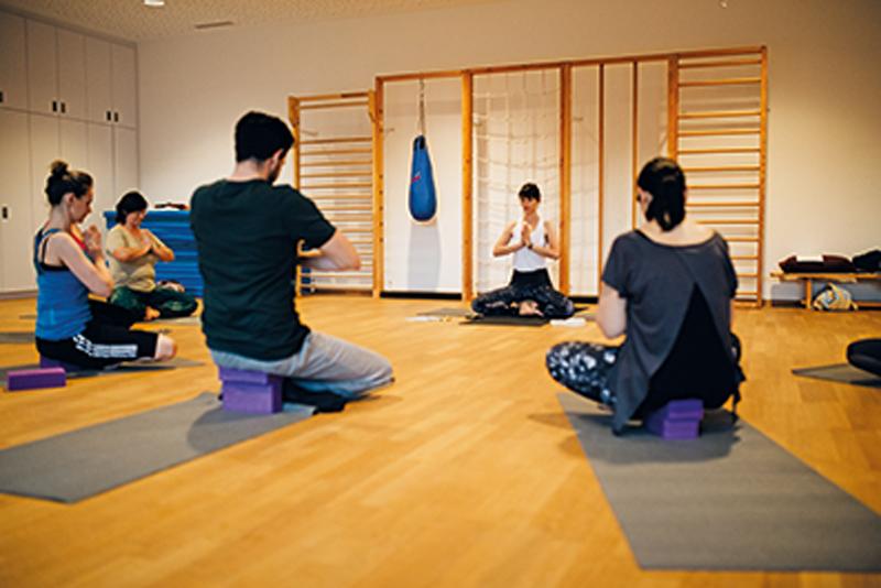 Yoga im Haus der Generationen im Herbst