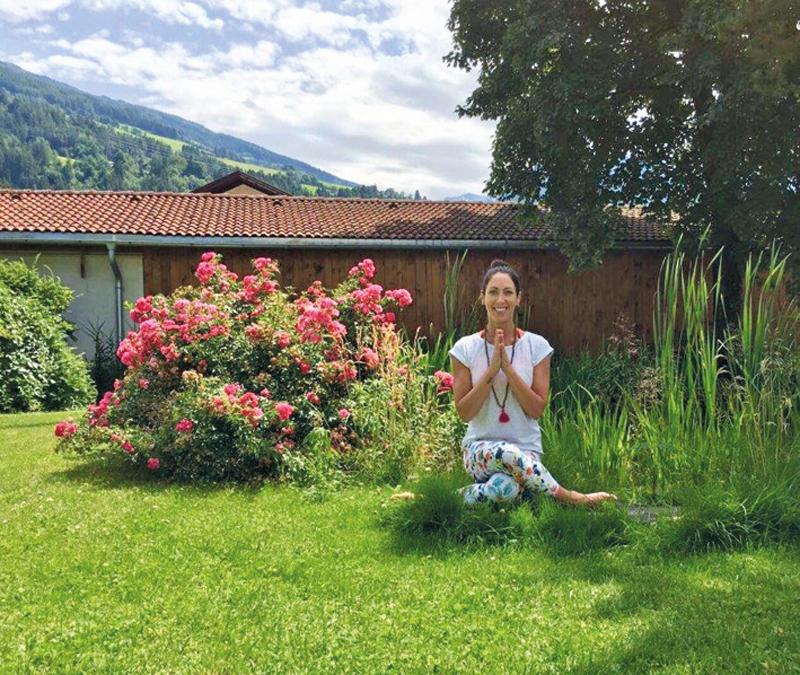 Yoga im Mathoigarten mit Ursula